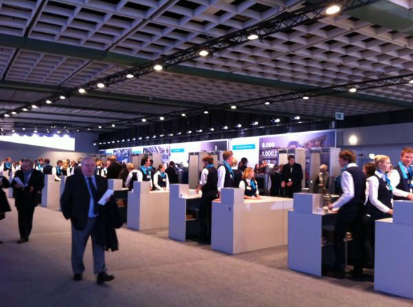 Daimler Hauptversammlung auf twitpic.com